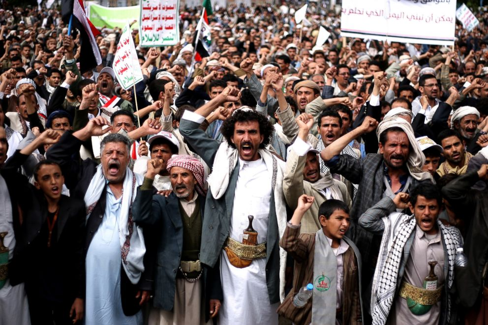 PHOTO: Houthi Shiite rebels chant slogans during a protest near the site of a suicide bombing in Sanaa, Yemen, Oct. 9, 2014.