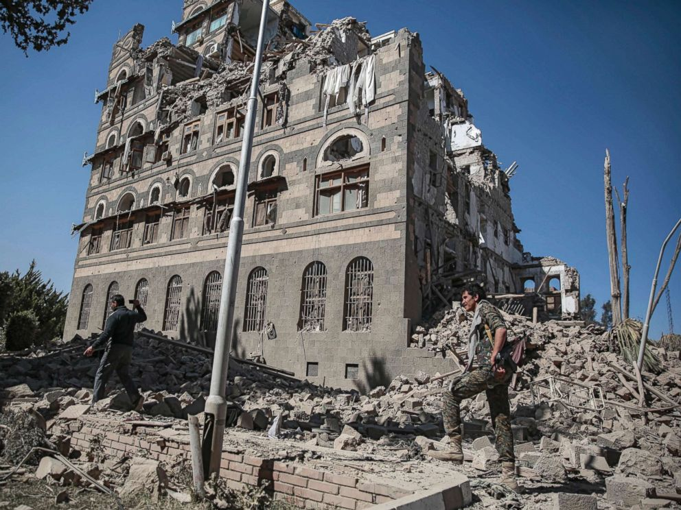 PHOTO: Houthi Shiite rebels inspect the rubble of the Republican Palace that was destroyed by Saudi-led airstrikes, in Sanaa, Yemen, Dec. 6, 2017.